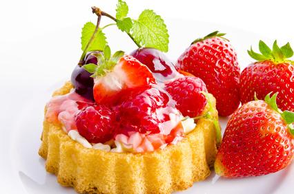 Bunte Obsttorte mit frischen Früchten und Frischkäse!