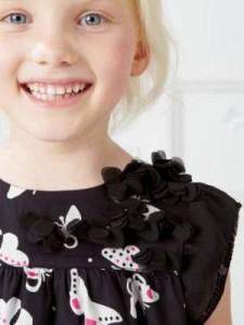 Kind mit gesunden Zähnen