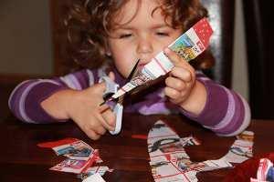 Wunschzettel basteln mit Schere und Papier