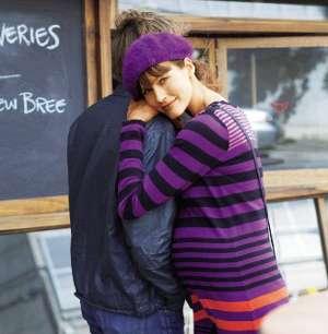 glückliche Schwangere mit Partner