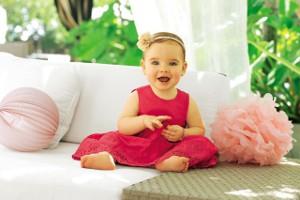 Lachendes Baby lernt sprechen