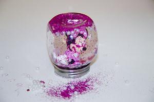 Glitzerglas mit Minnie Maus-Figur innen