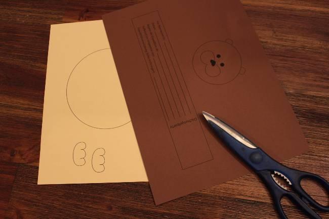 bedrucktes Tonpapier zum Basteln einer Löwen-Einladung