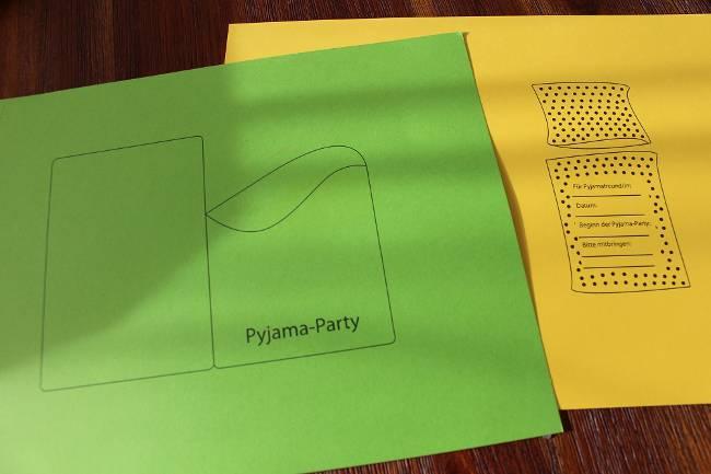 grünes und gelbes Tonpapier mit Bett-Elementen zum Ausschneiden