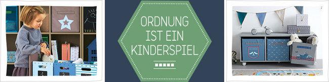 Banner mit Mädchen, das das Kinderzimmer aufräumt