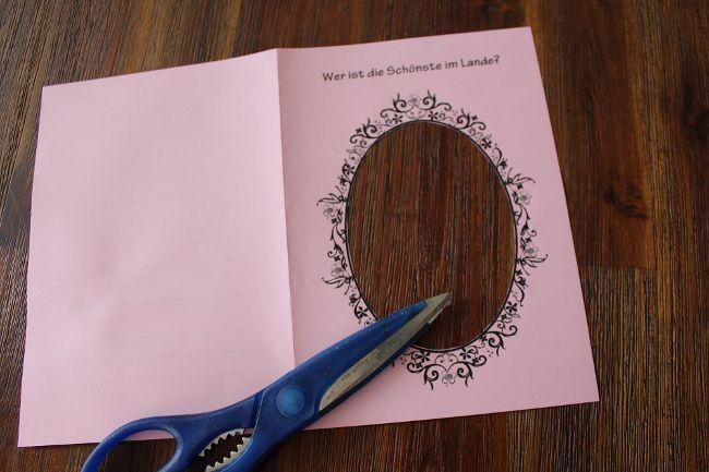 Ovaler Rahmen aus einer Karte ausgeschnitten