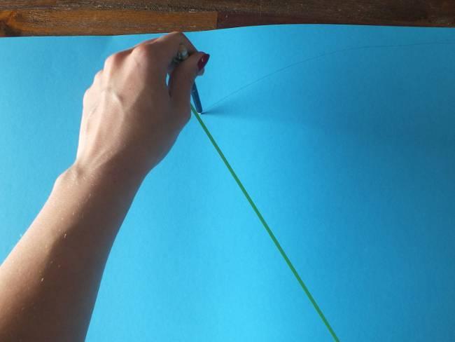 mit Stift und Faden einen kreisförmigen Strich ziehen