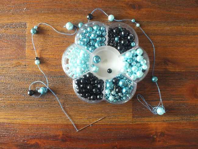 Perlenschale und Perlenschnur zum Dekorieren